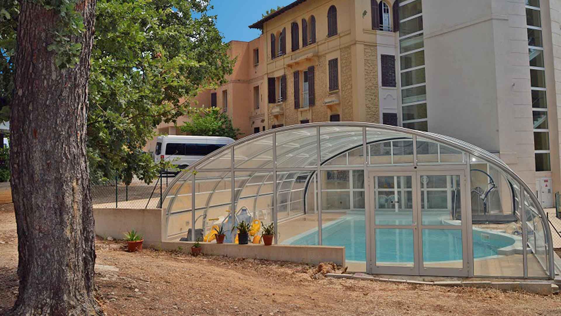 Villa de Costebelle et sa piscine pour des séjours adaptés à Hyères-les-Palmiers avec Anaé