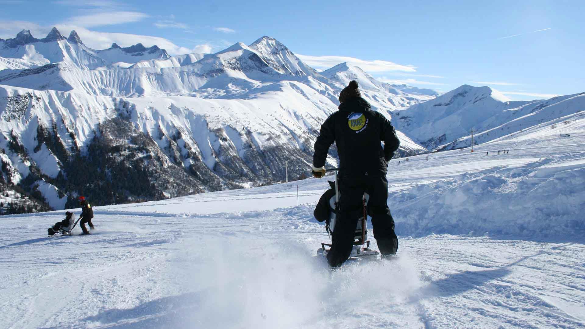 Séjours adaptés encadrés handicap moteur et mental à la montagne handiski