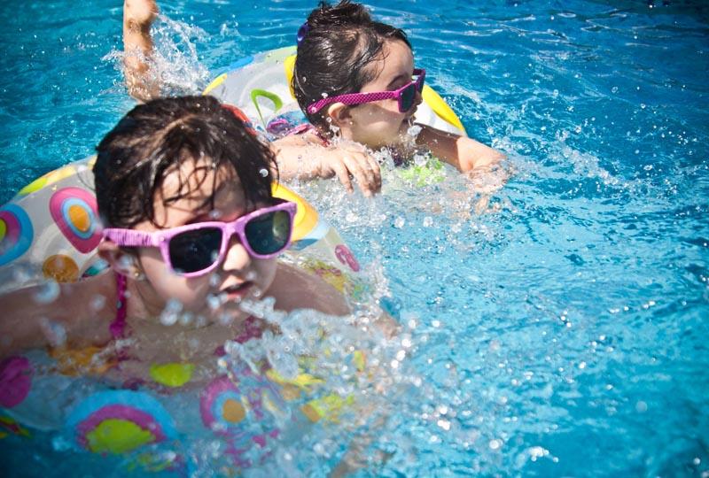 Activité piscine lors d'un séjour à la Villa Costebelle de l'Anaé