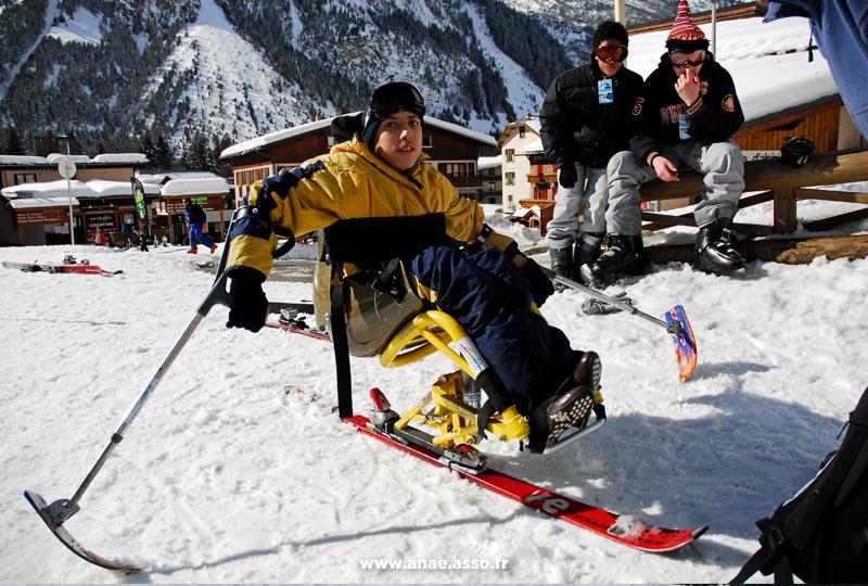 Cours de dual ski pour enfants en situation de handicap