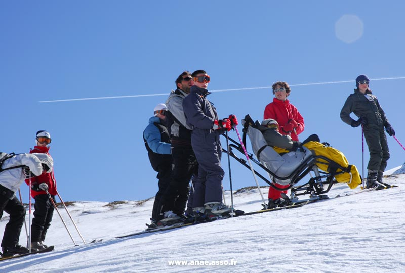 Intégration d'enfants en situation de handicap lors d'une classe découverte de neige