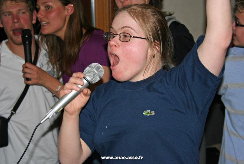 sejour-adapte-handicap-pralognan-activite-karaoke