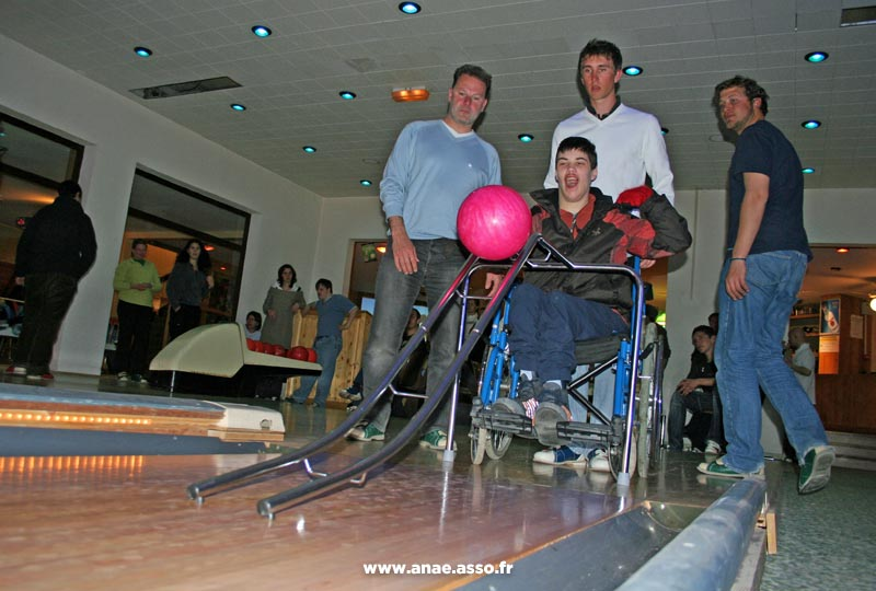 Activité bowling adapté au handicap moteur