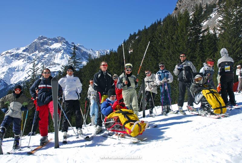 Cours de ski ESF pour tous, dont les enfants en situation de handicap