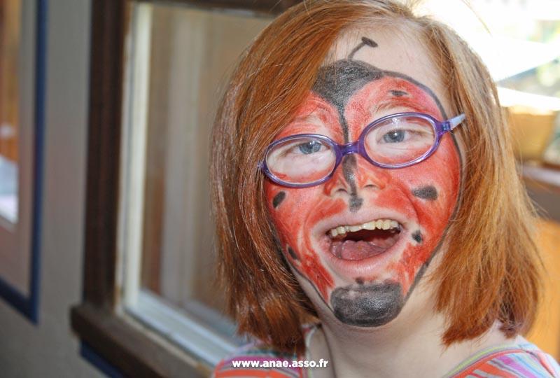 Atelier maquillage auprès d'enfants en situation de handicap