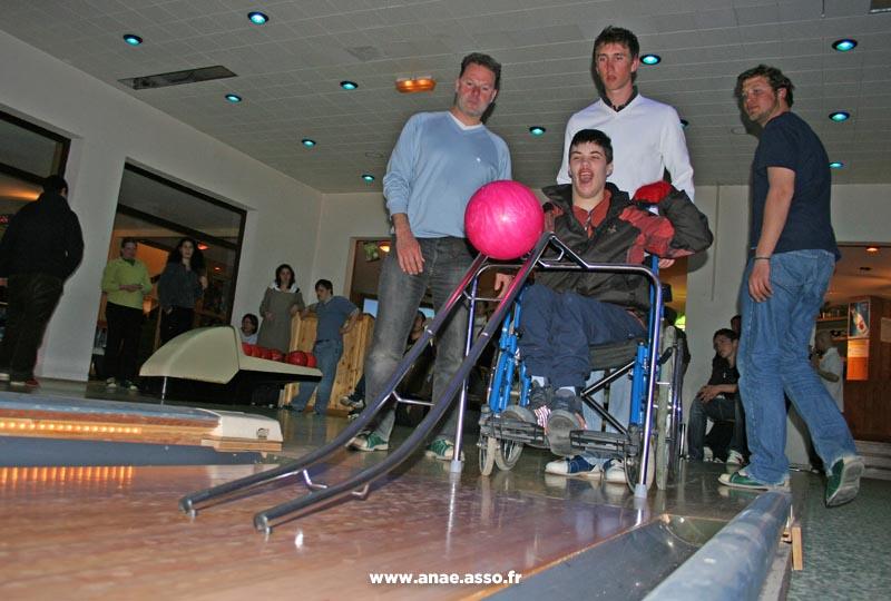 Activité bowling adapté handicap moteur
