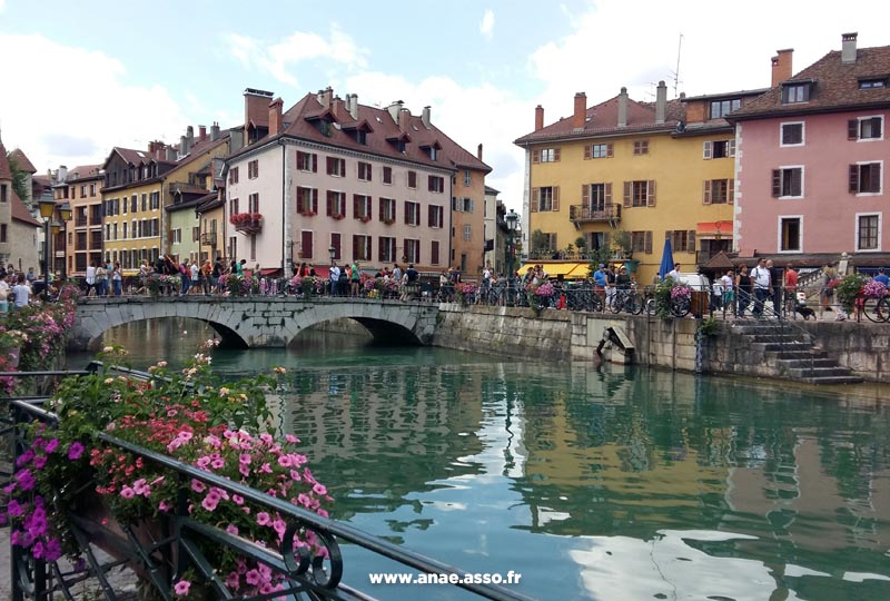 sejours-vacances-adaptees-excursion-encadree-annecy