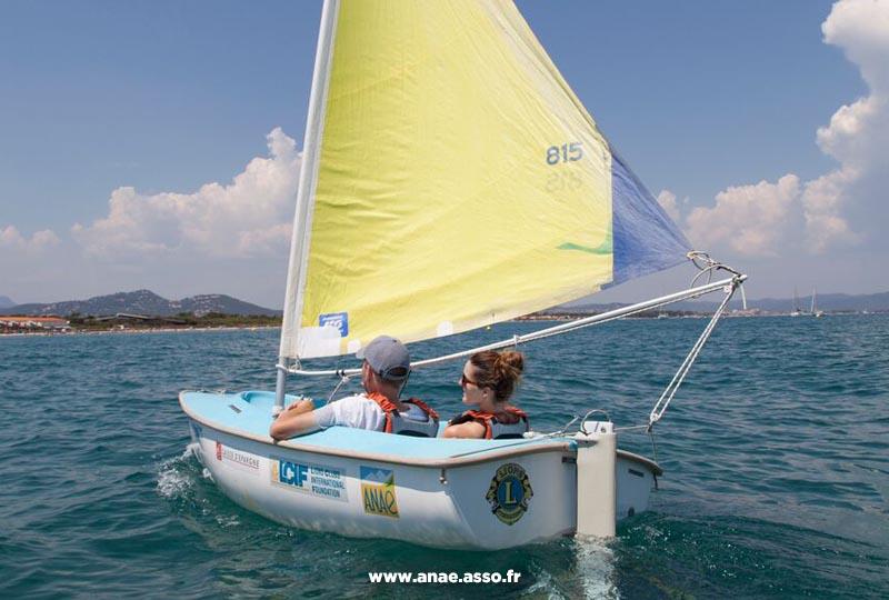 vacances-adaptees-mer-activité-voile