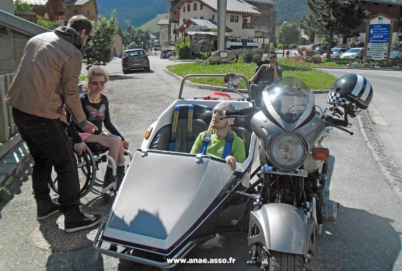Promenade adaptée PMR en side-car à la montagne