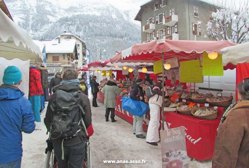 Promenade sur un marché à la montagne